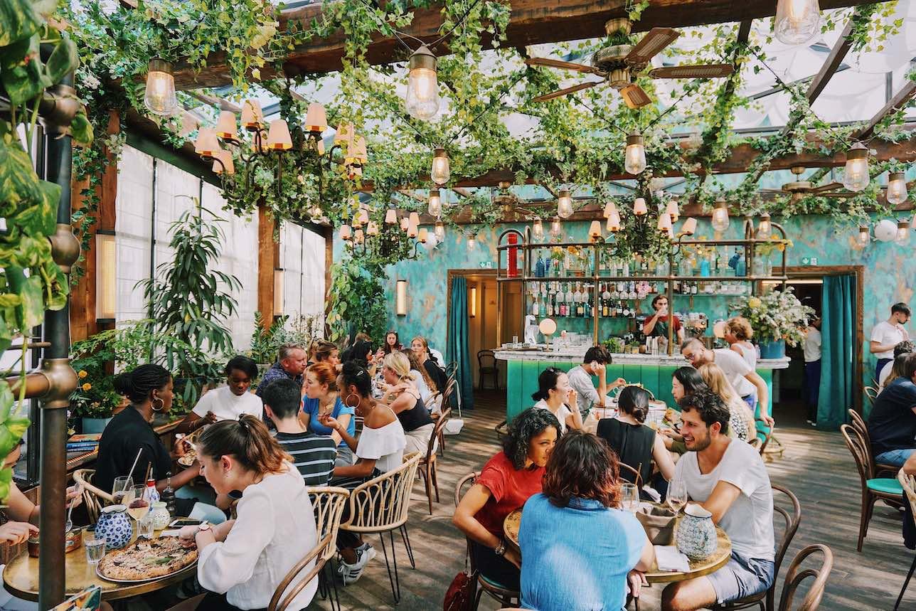 Las búsquedas de restaurantes con terrazas se duplican durante los meses de verano, según un estudio de ElTenedor